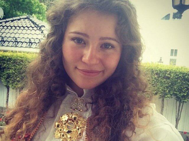 Alexandra-Andresen-money-20890-10981.jpg