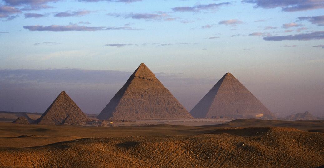 2-pyramids-33935-27570.jpeg