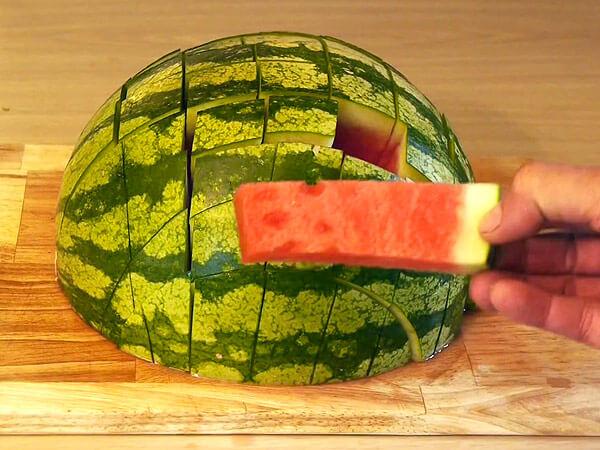 Easy-Way-To-Cut-Watermelon-33668-77299.jpg
