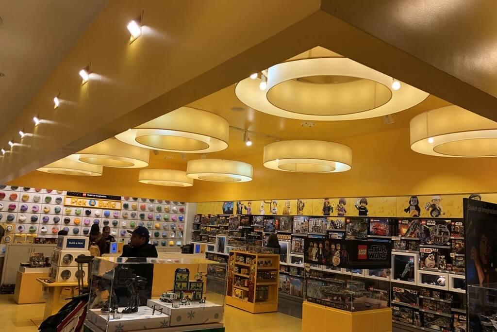 Lego-Store-Lights-27000-72633.jpg