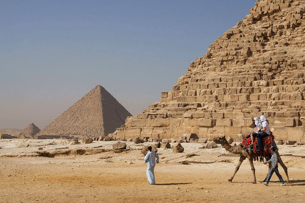 camel-in-front-of-pyramid-46981-38942.jpg