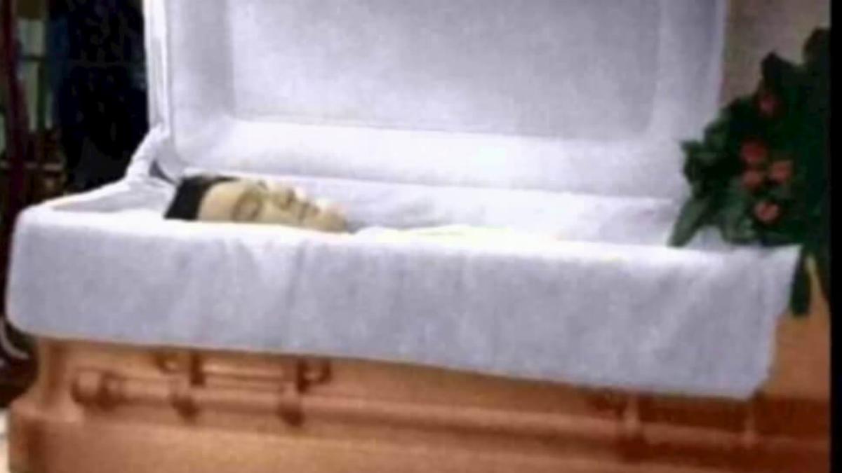 elvis-casket-36838.jpg
