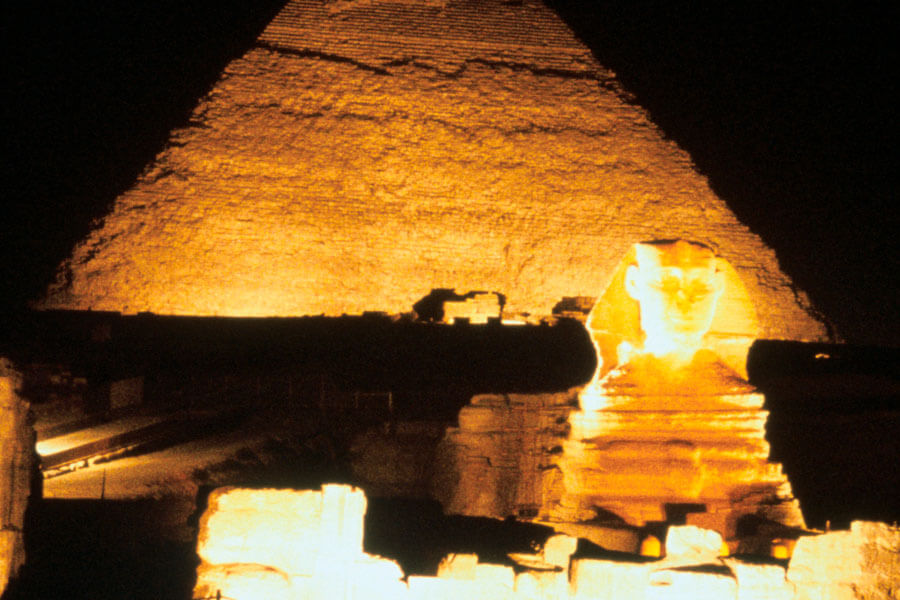 great-pyramid-lit-up-in-the-night-sky-27681-18753.jpg
