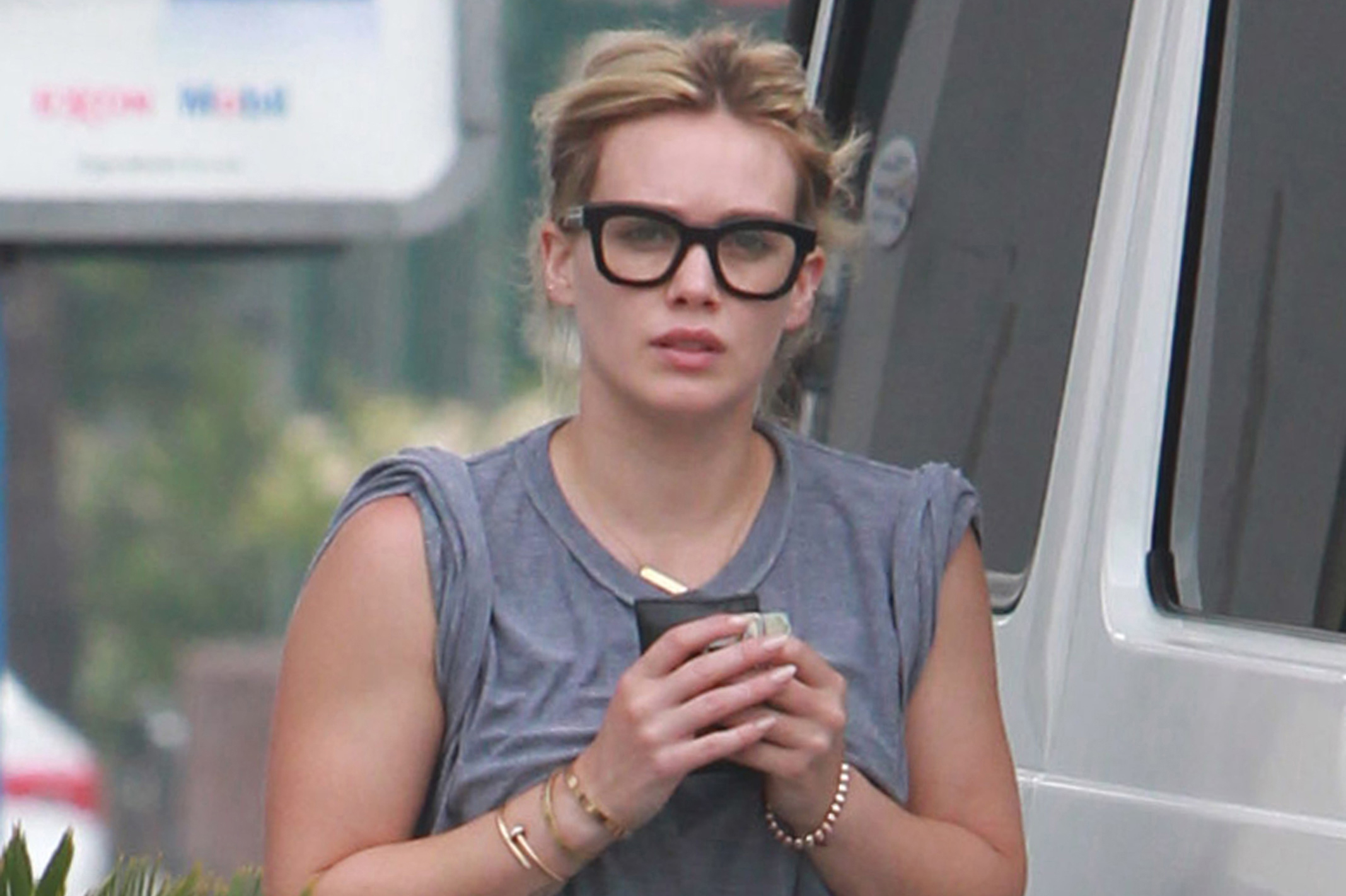 hilary-duff-glasses-19420.jpg