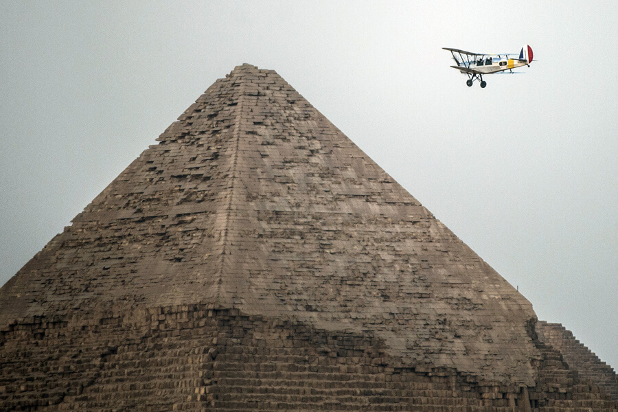 plane-flying-over-the-great-pyramid-42812-60699.jpg