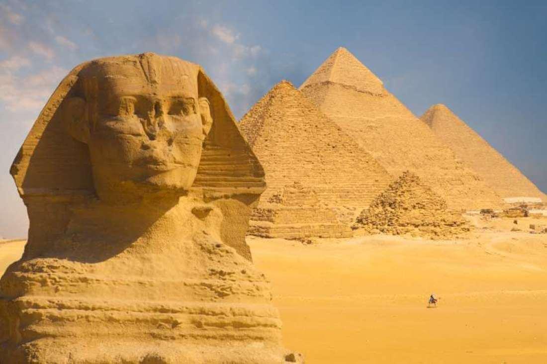 sphinx-pyramids-93672-34507.jpg