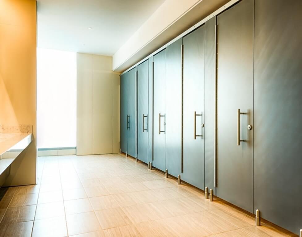bathroom-stalls-europe-11670.jpg