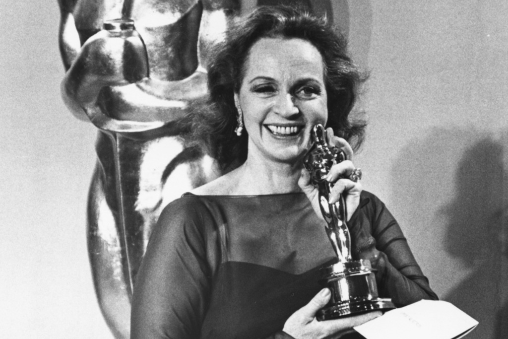 beatrice straight oscar upset 1977 network