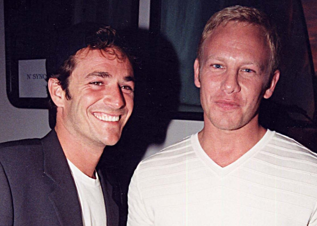 luke perry ian ziering remembered