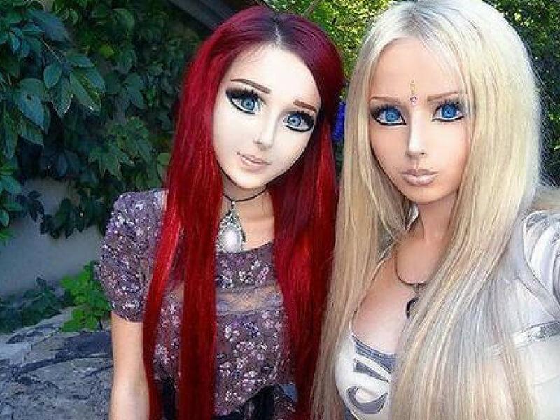 Valeria-Lukyanova-and-Olga-Oleynik-as-Barbie-77447.jpg