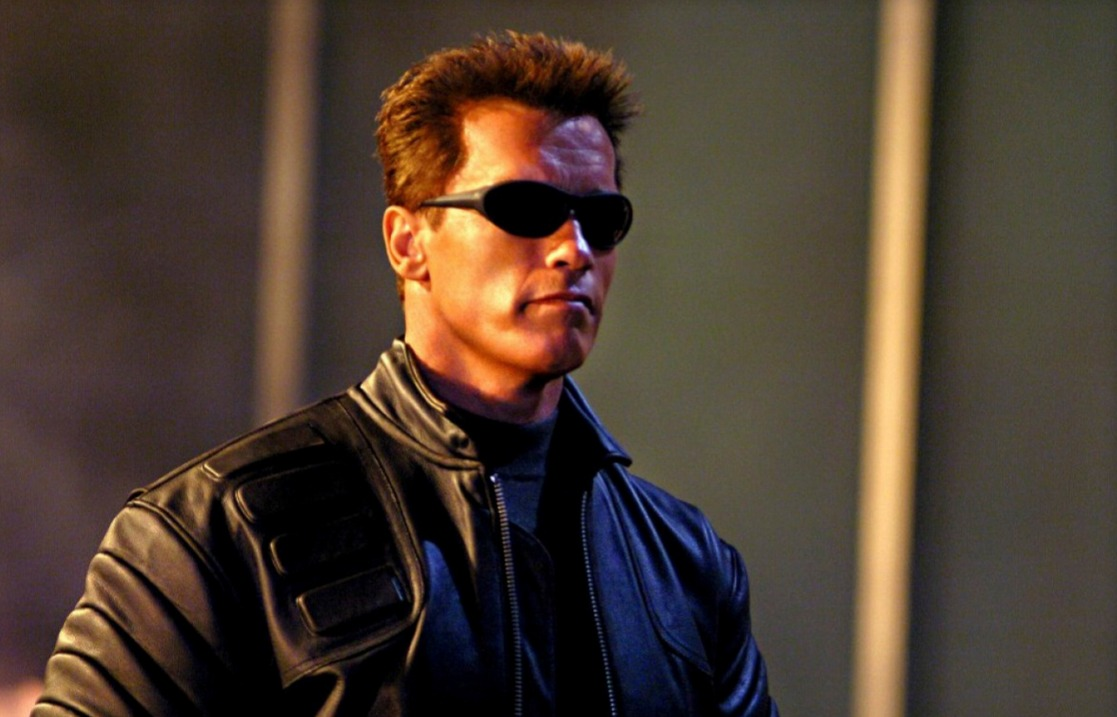 Arnold Schwarzenegger wears sunglasses and looks epic in Terminator 3: Rise of the Machines