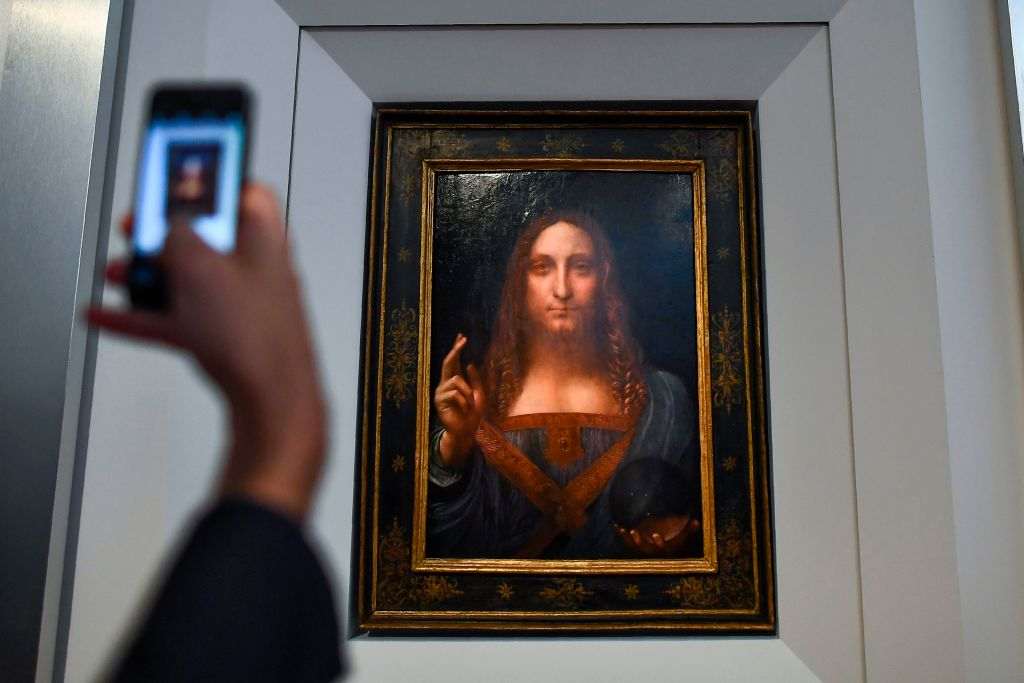 A journalist takes photos of Leonardo da Vinci's