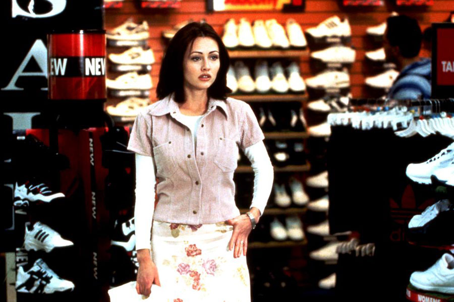Shannon Doherty wears one of her '90s outfits in Mallrats.