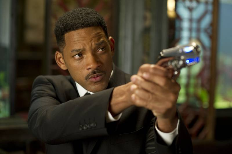 Will Smith points a blaster in Men in Black 3