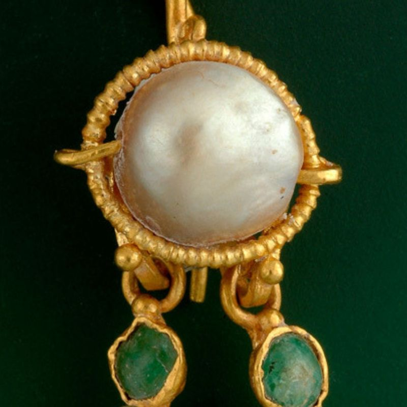 pearl and gold earing found in queens palace