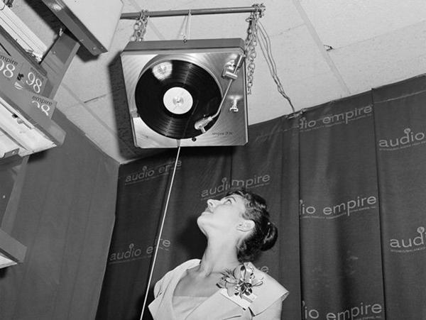 Upside-Down-Phonograph-1-92981