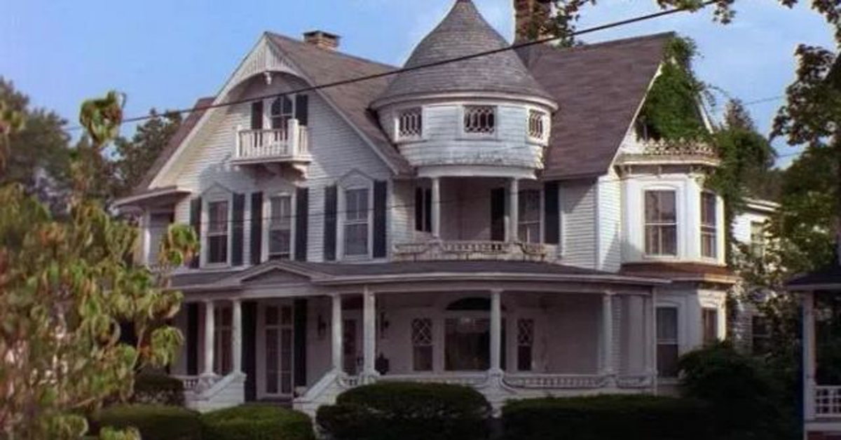exterior shot of the house from sabrina the teenage witch