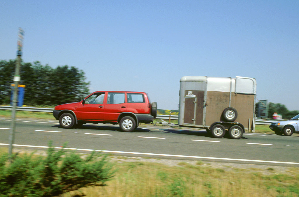GettyImages-534251910 Ford Maverick towing horse box 1997, 2000