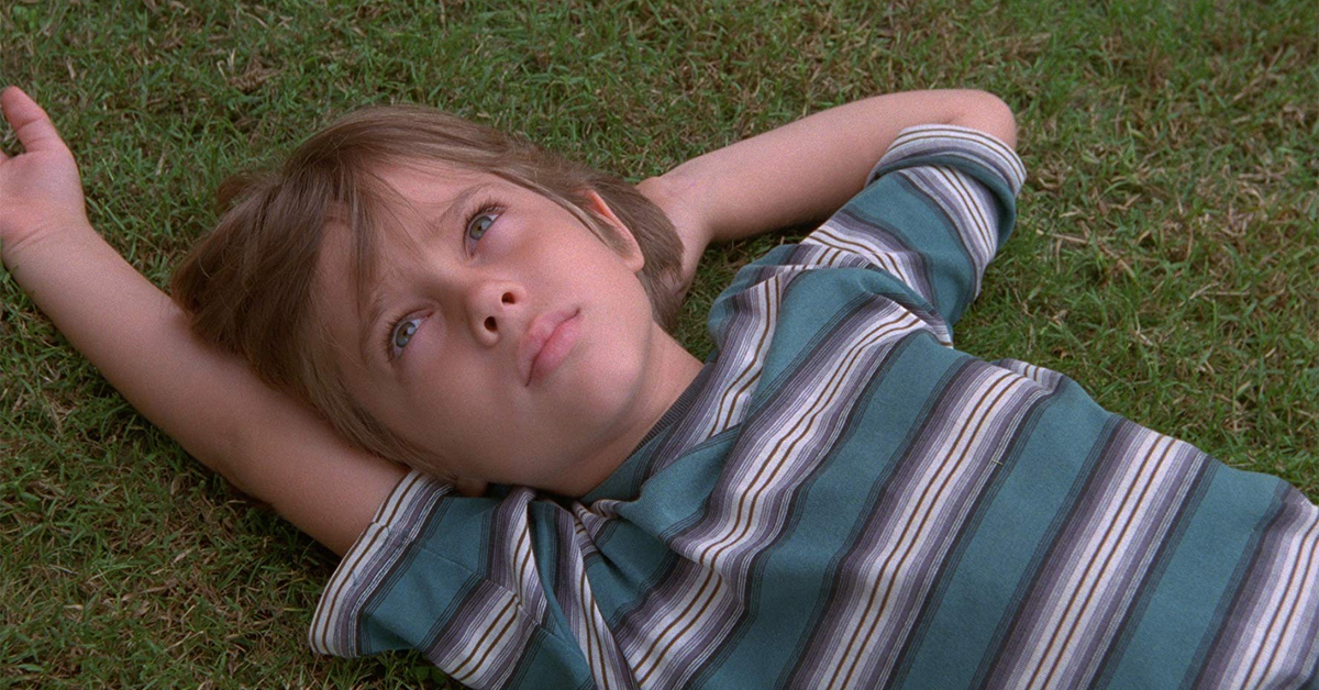 ellar coltrane laying on the grass in boyhood