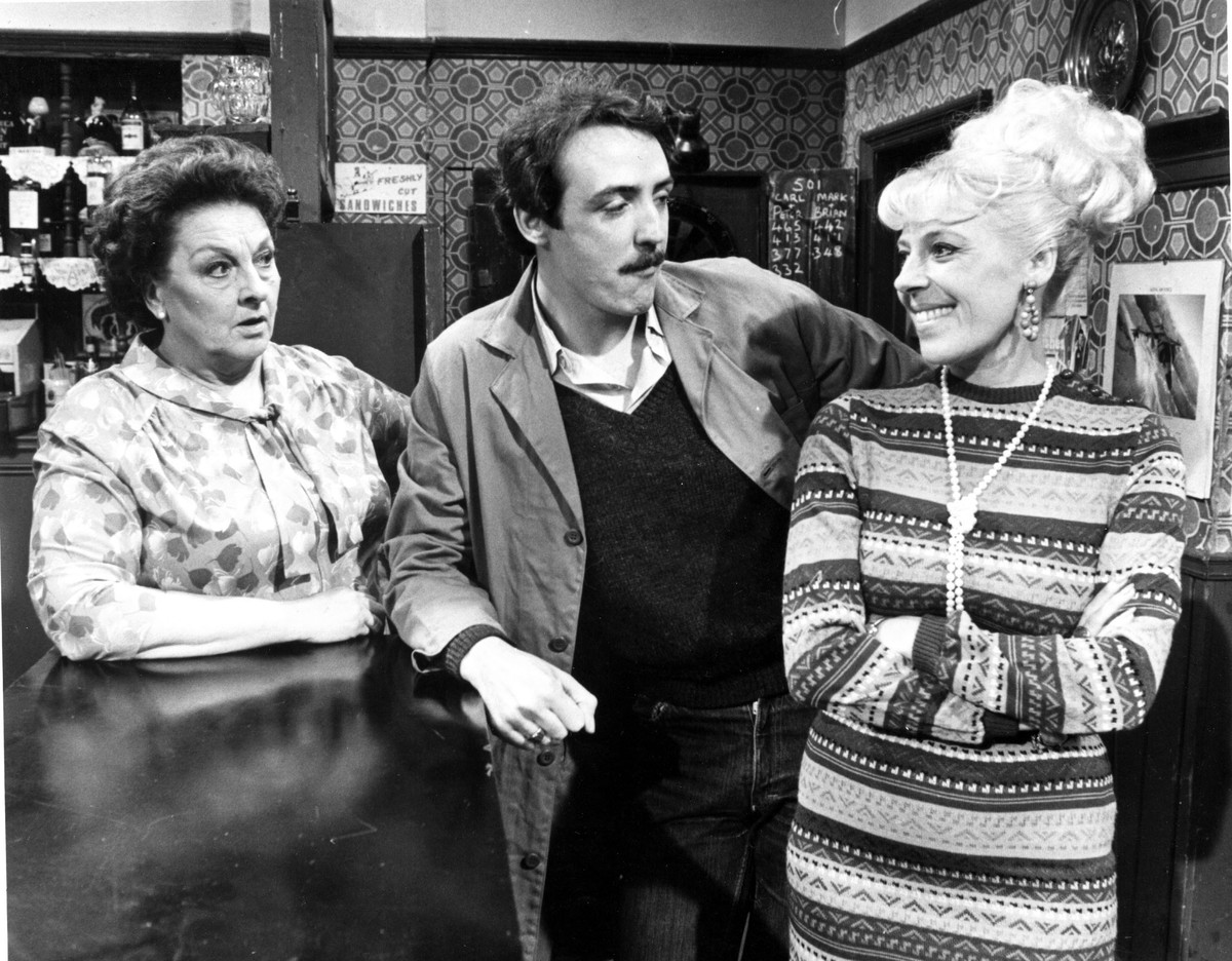 CORONATION STREET  scene, black and white (UK TV 1982) GRANADA TELEVISION BETTY DRIVER as Betty Turpin, MICHAEL ATKINSON, JULIE GOODYEAR as Bet Lynch Date: 1982