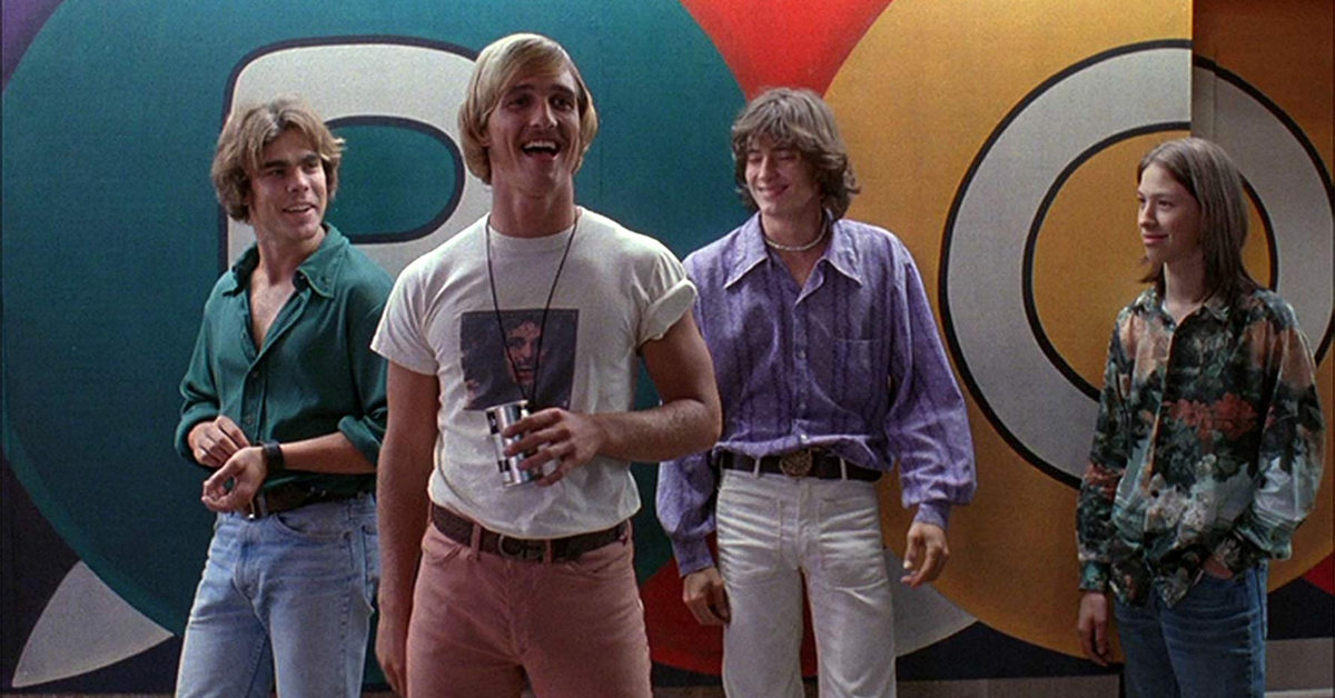 sasha jenson, matthew mcconaughey, jason london, and wiley wiggins standing outside a poolhouse in dazed and confused