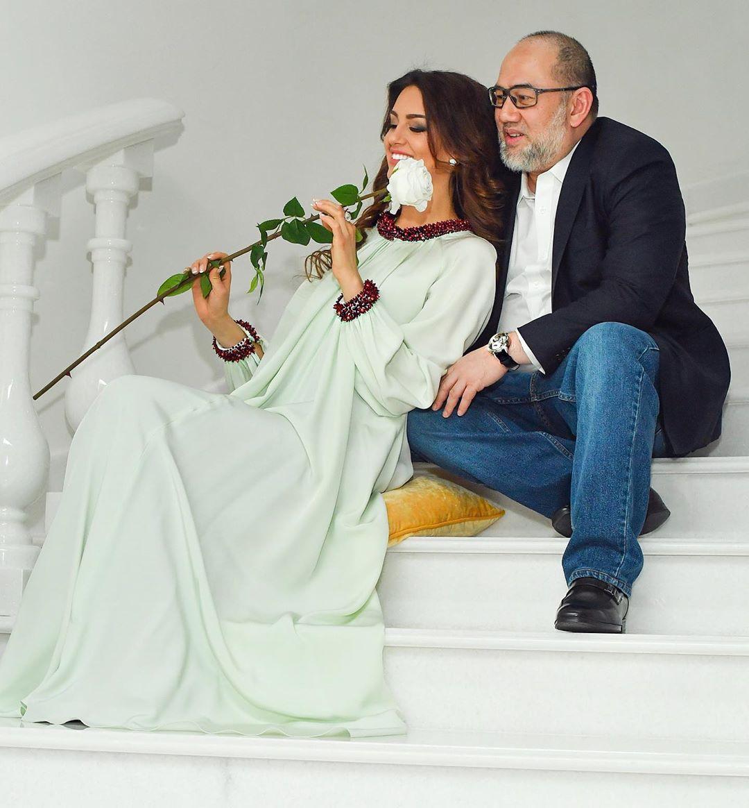 rihana and husband holding flower on the steps