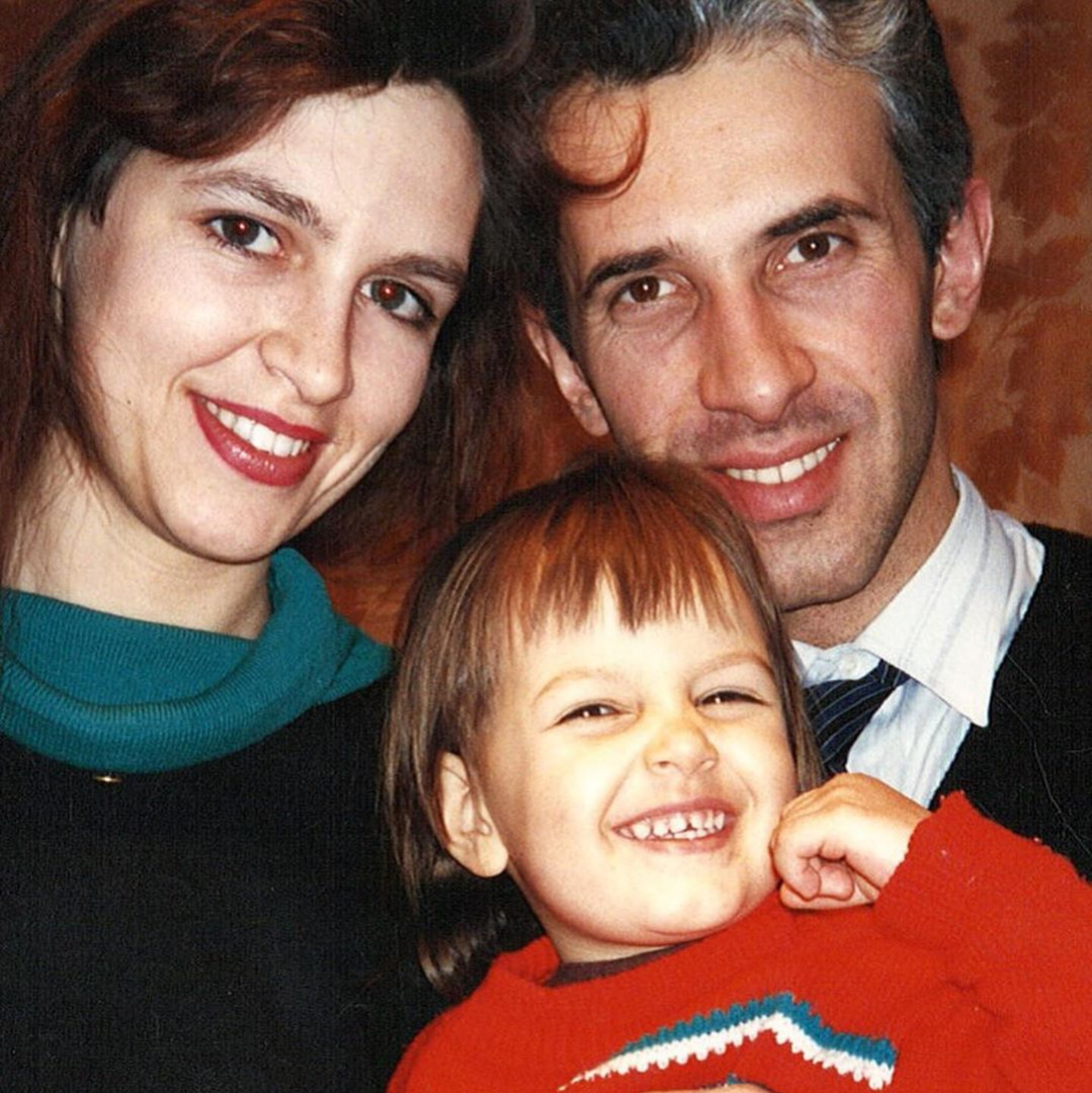 oksana as a child with her parents