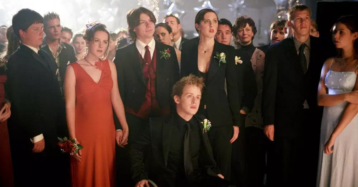 jena malone, patrick fugit, eva amurri martino, and macaulay culkin at a prom in saved!
