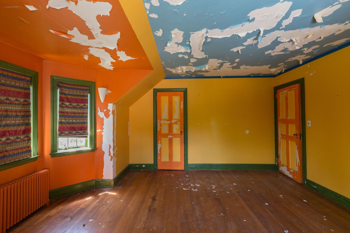 tri colored room circus house abandoned house story