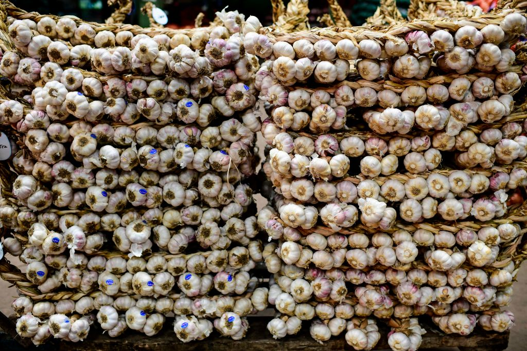 Stacks of garlic -1160528403