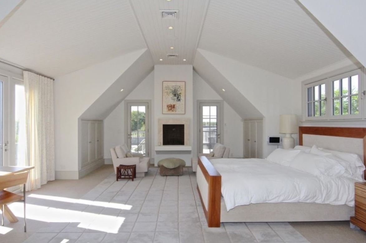 Picture of the master bedroom in the Obama family's new estate