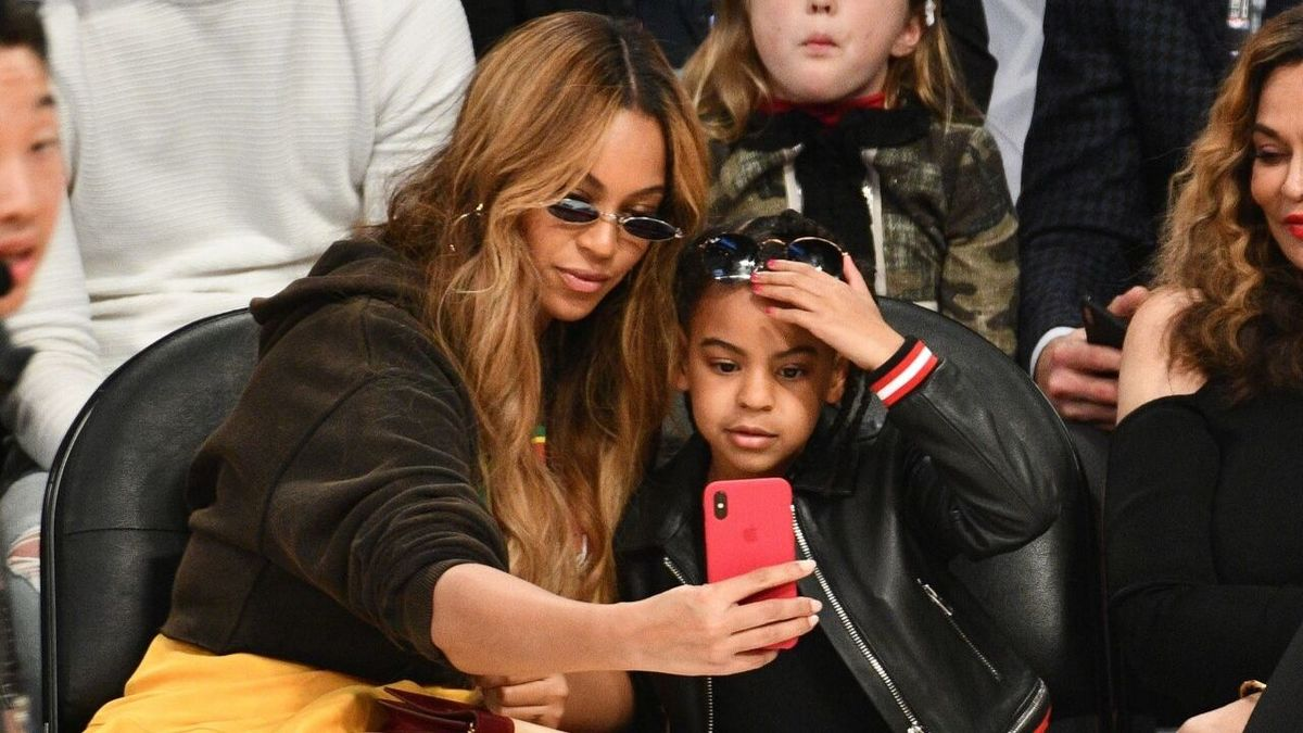 Beyonce and Blue Ivy Carter take a selfie at The 67th NBA All-Star Game: