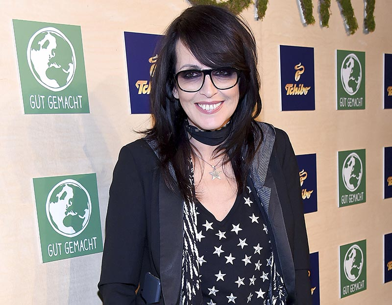 Nena looks incredibly youthful in her black-rimmed glasses and star-patterned t-shirt.