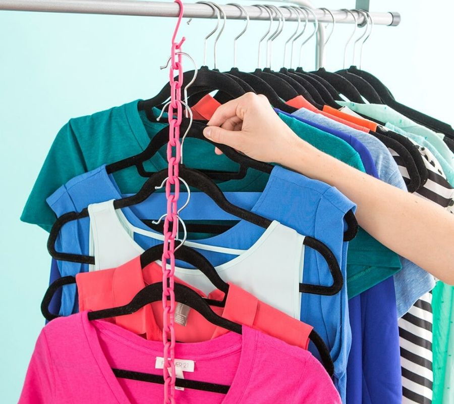 using plastic chain for hangers