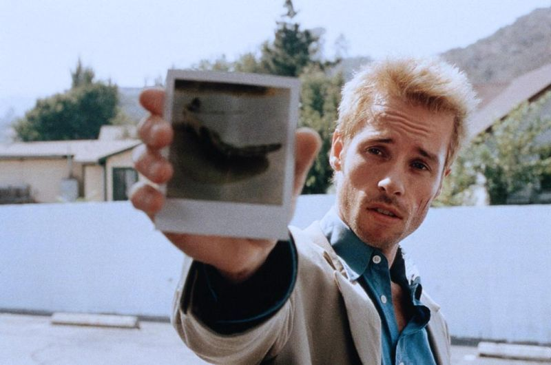 Memento Has Two Timelines And One Villain