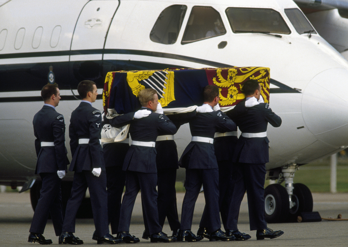 Princess Diana's body is carried by airmen of the RAF Regiment after it was brought back from Paris.