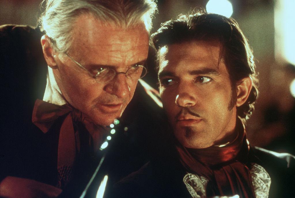 Anthony Hopkins and Antonio Banderas perform in Zorro.