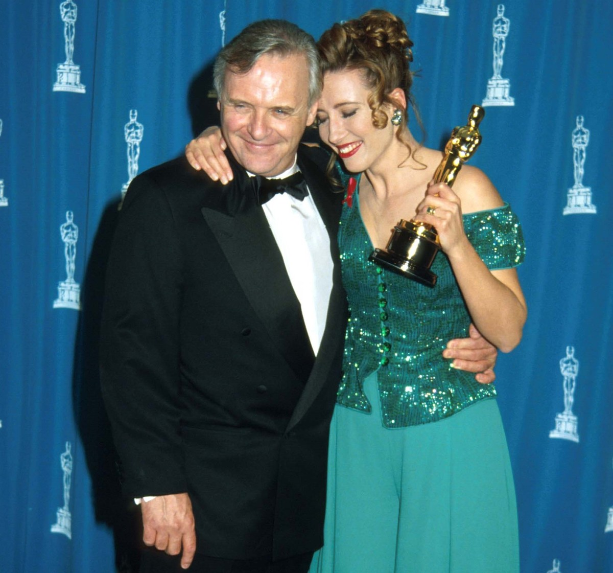 Emma Thompson and Anthony Hopkins embrace at the Academy Awards.
