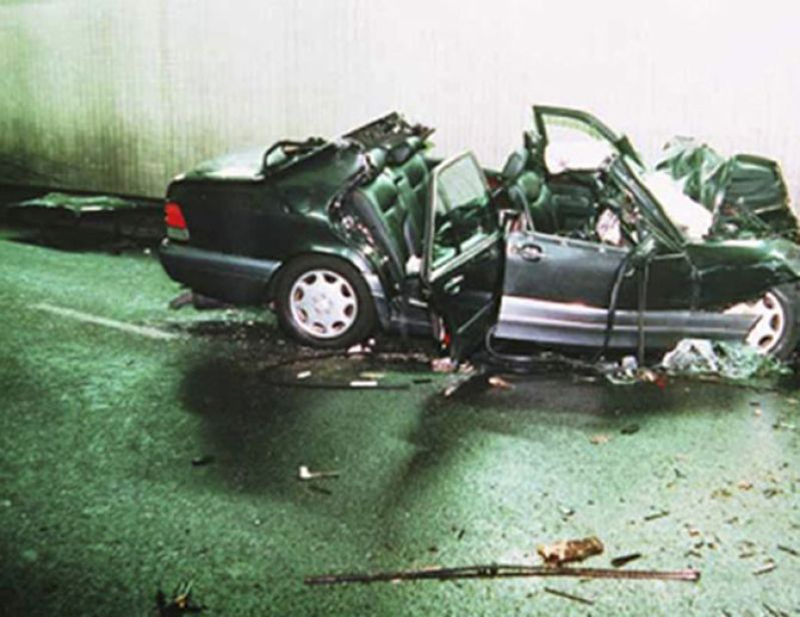 A photo from August 31st, 1997 depicts Princess Diana's crashed Mercedes.