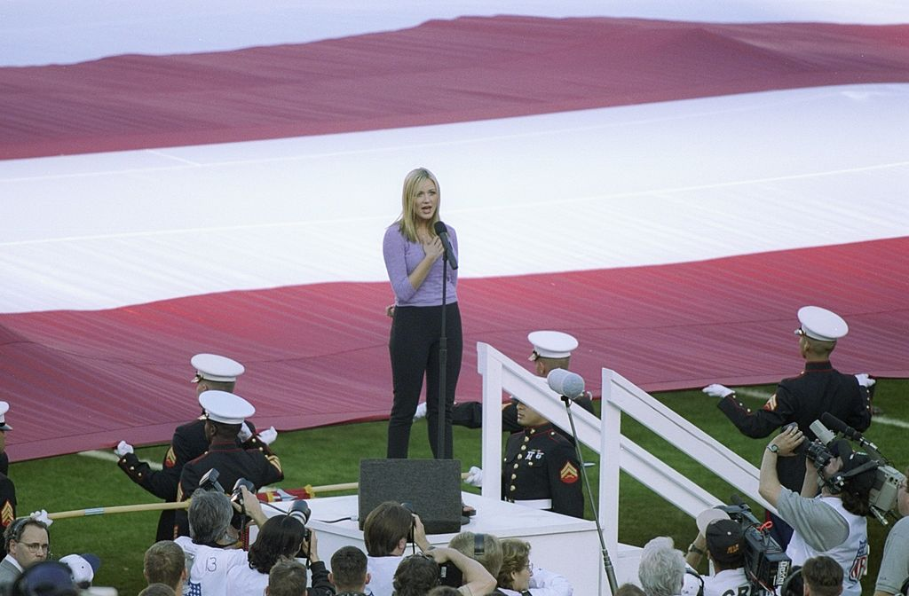 Jewel sings the national anthem at the 1998 Super Bowl.
