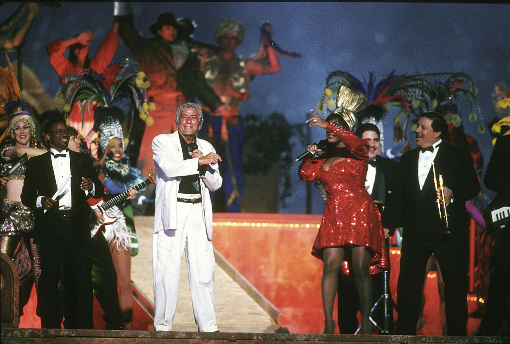 Tony Bennett performs during the 1995 Super Bowl halftime show.
