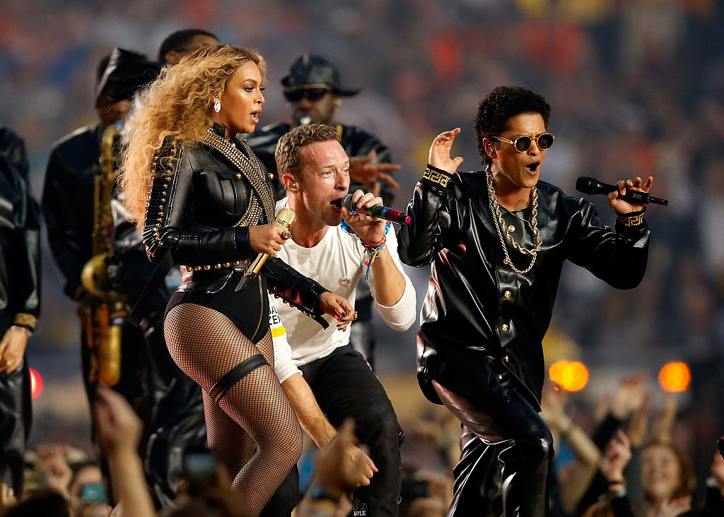 Beyonce, Chris Martin, and Bruno Mars perform together at the 2016 Super Bowl.