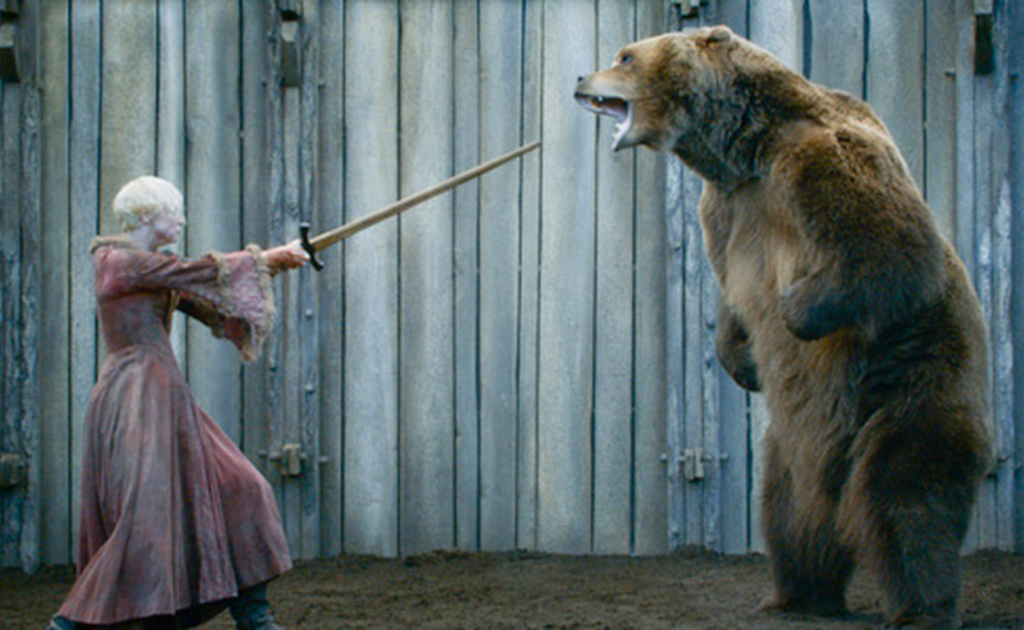 Bear in pit with Brienne