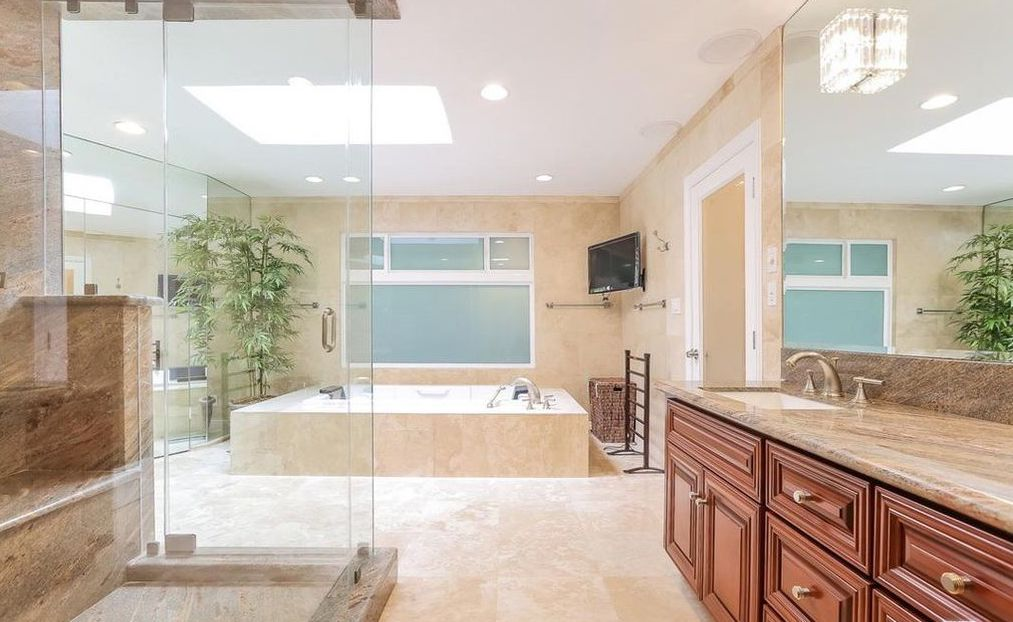 giada-de-laurentiis-master-bathroom