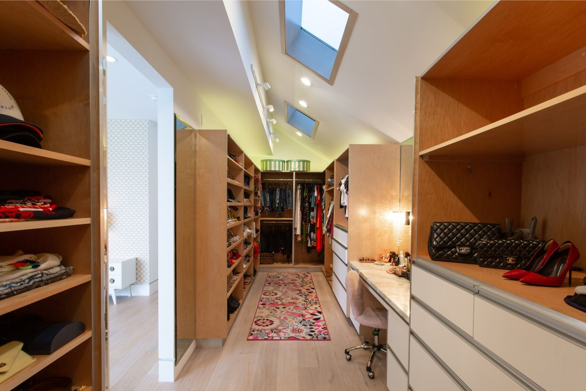 giada-de-laurentiis-former-walk-in-closet