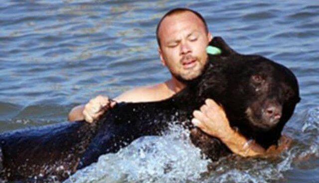 man-saves-bear-67738-17531