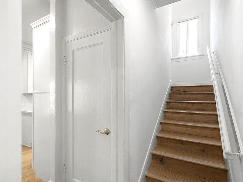 meghan-markle-house-staircase