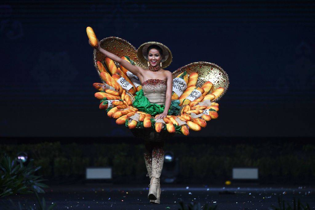H'Hen Nie wearing a costume made of bread on stage