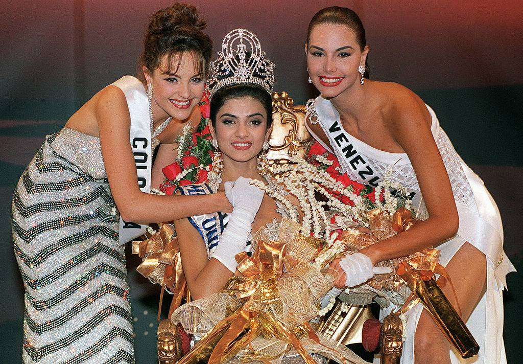 Sushmita Sen with the two runner ups after her miss universe win