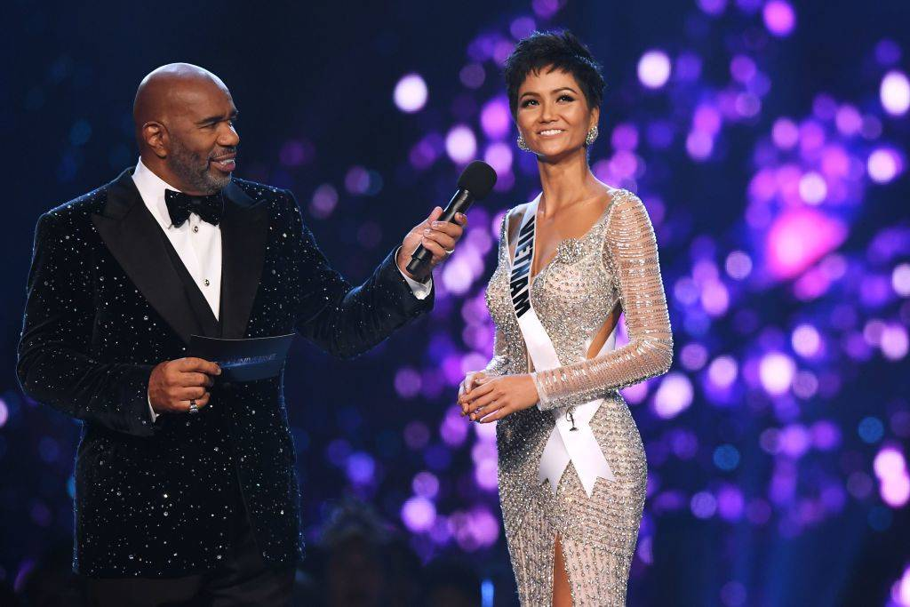 h'hen nie on stage with steve harvey